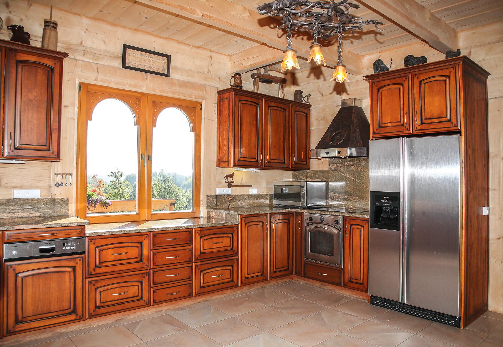 Kuchnia klasyczna – lite drewno lakierowane