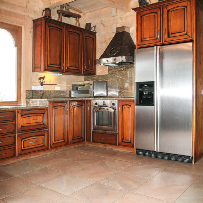 klasyczna-kuchnia-z-drewna-metalowe-dodatki-baum-centrum