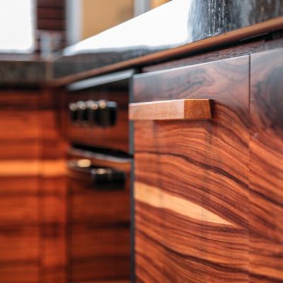 drewniane-fronty-klasycznych-mebli-kuchennych-kraków-baum-centrum