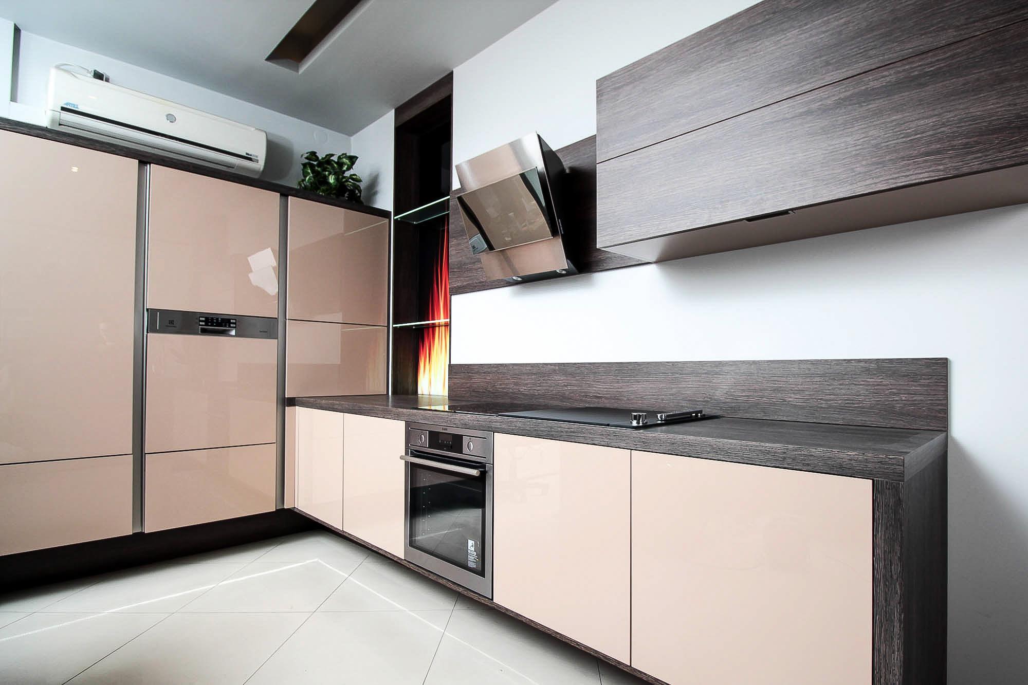Kuchnia nowoczesna – system elektrycznego unoszenia frontów