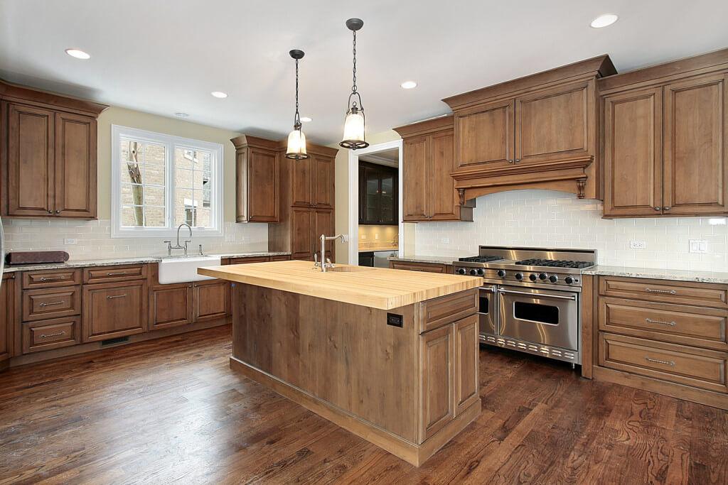 Klasyczna – retro kuchnia z drewnianymi frontami